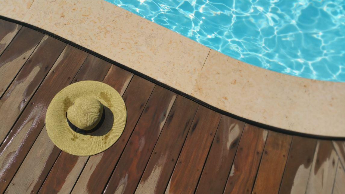 Pool oval